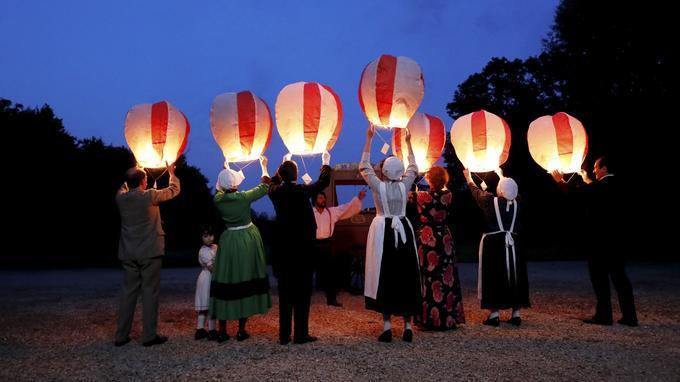 La scène des lanternes, tournée dans le Château de Villiers-le-Bâcle, en bordure de la Vallée de Chevreuse.