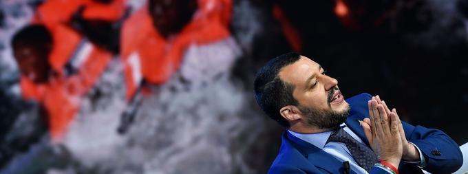 «Si l'arrogance française pense transformer l'Italie en camp de réfugiés pour toute l'Europe, peut-être en versant quelques euros de pourboire, elle se fourvoie complètement», a notamment déclaré Matteo Salvini.