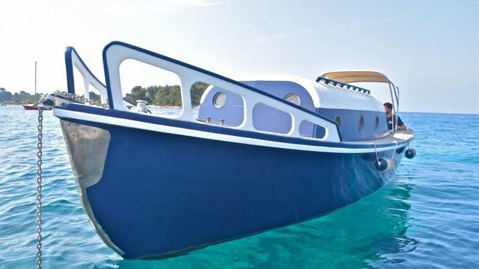 Pour visiter les îles de Lérins, ce 9 mètres tout en bois pour 6 personnes au départ de Cannes est disponible à partir de 226,50 €/jour