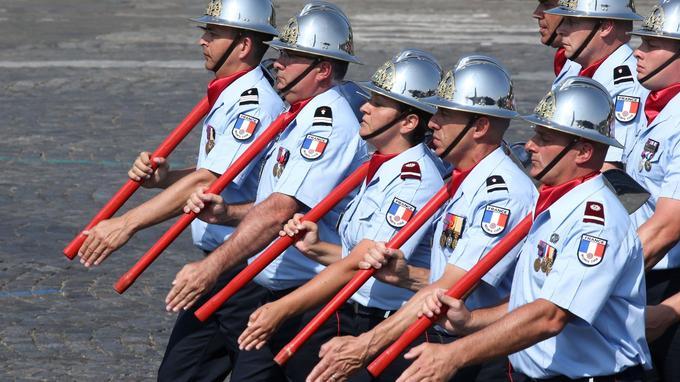 Des membres du 11e bataillon de pompiers.