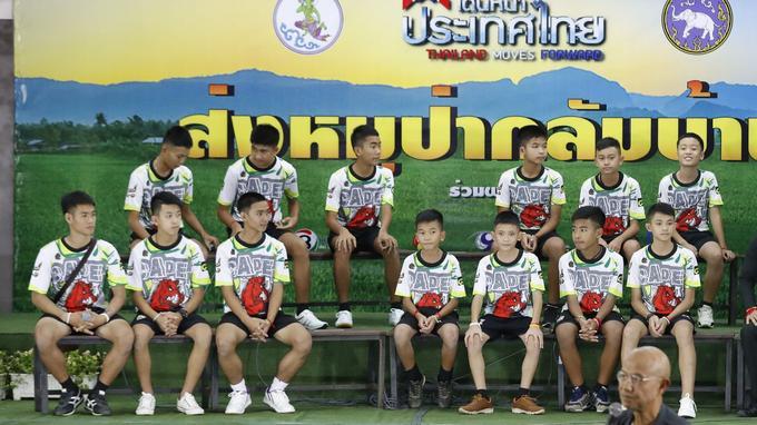 Les douze enfants devant la presse, ce mercredi.