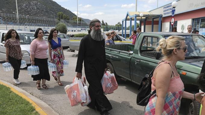 De nombreux Grecs participent à la collecte d'aide pour les victimes.