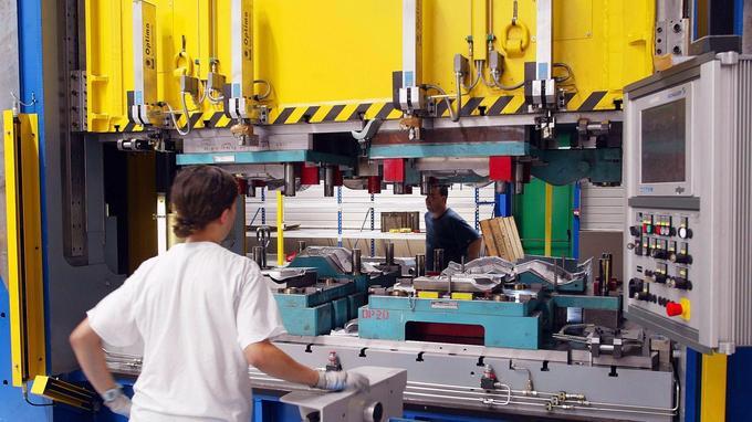L'activité partielle concerne moins de 1% des entreprises et représente moins de 0,5% des heures travaillées.