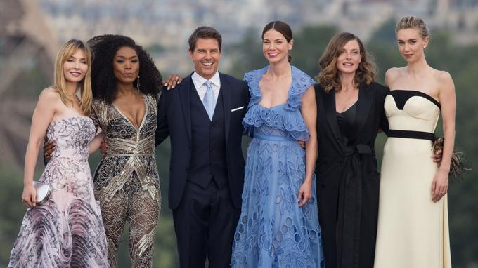 Alix Bénézech, Angela Bassett, Tom Cruise, Rebecca Ferguson, Michelle Monaghan et Vanessa Kirby lors de la première de «Mission Impossible: Fallout» à Paris le 12 juillet.