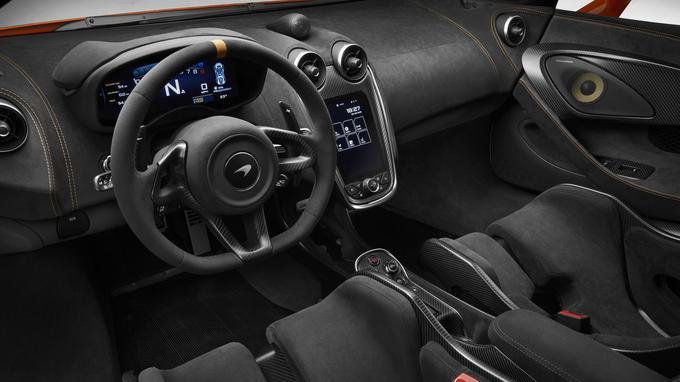 Recourant à des matériaux nobles, l'habitacle de la 600 LT est proche de celui des autres modèles McLaren.