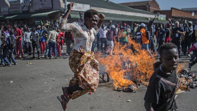Manifestation de l'opposition dans les rues de Harare mercredi 1er août.