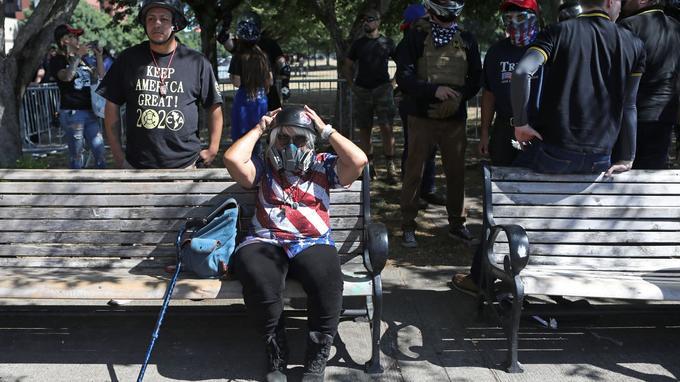 Des membres des Patriot Prayer avant la manifestation.