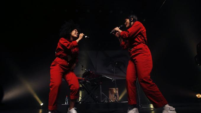 Lisa-Kainde Diaz et Naomi Diaz pendant un concert au Chili le 6 février 2018.