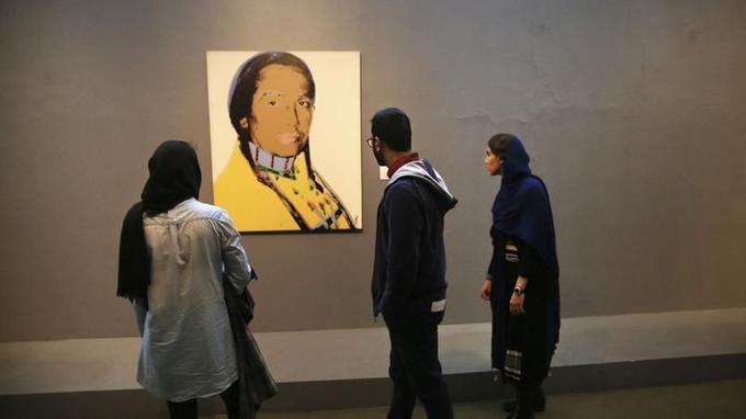 «The American Indian Series», d'Andy Warhol, exposé au musée de Téhéran.