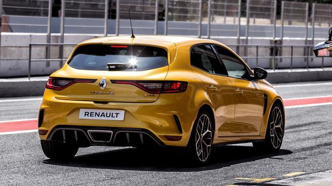 La puissance du moteur turbo à injection directe de 1 798 cm3 de cette Renault sportive a été portée à 300 ch (pour une valeur de couple 400 Nm).