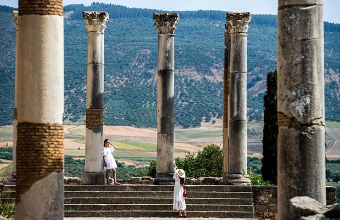 À la fin du XVIIe siècle, le sultan Moulay Ismaïl aurait envoyé des milliers d'esclaves s'emparer du marbre et de colonnes de la cité antique pour la construction de son palais de Meknès.