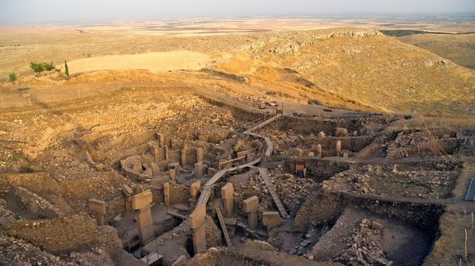 Le site archéologique est situé au sommet d'une colline au sud de la Turquie, au nord du Croissant fertile.