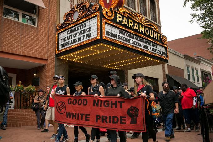 Les antifascistes, samedi, à Charlottesville.