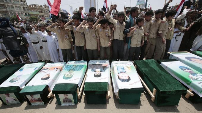 Lors des funérailles lundi des enfants tués lors du raid de jeudi.