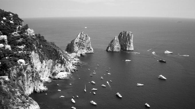 À Capri (Italie), le yacht est «un outil de distinction pour les hyper-riches au sein d'un espace touristique déjà élitiste».