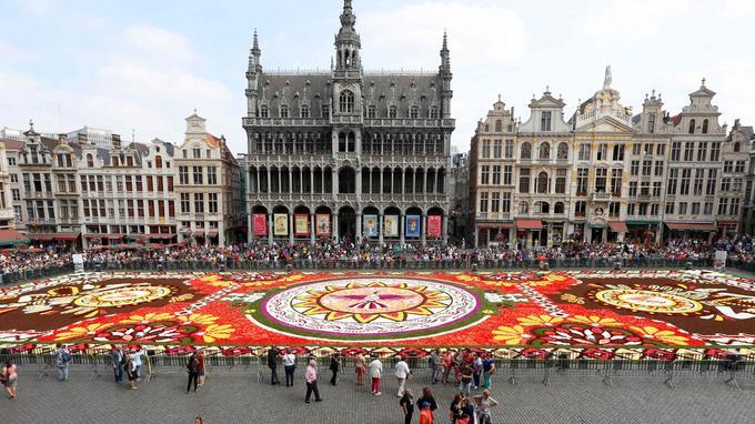 Le tapis de fleurs représente des motifs issus de la ville mexicaine du Guanajuato.