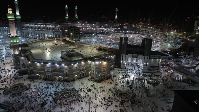 De nombreux traducteurs sont à pied d'œuvre pour aider les fidèles musulmans non-arabophones pendant leur pèlerinage.
