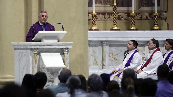 L'évêque du diocèse de Harrisburg, en Pennsylvanie, célèbre la messe, vendredi 17 août.