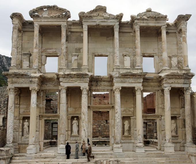 La bibliothèque de Celsus du musée d'antiquités d'Éphèse, à Izmır, à l'ouest de la Turquie.