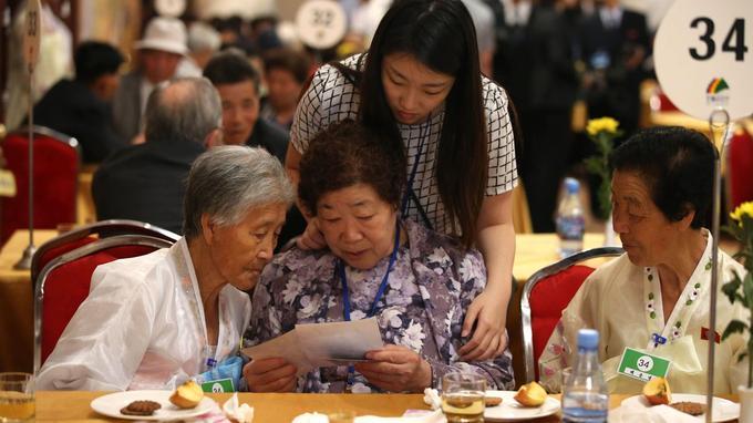 Initialement, 130.000 Sud-Coréens s'étaient portés candidats en 2000 pour ces réunions.