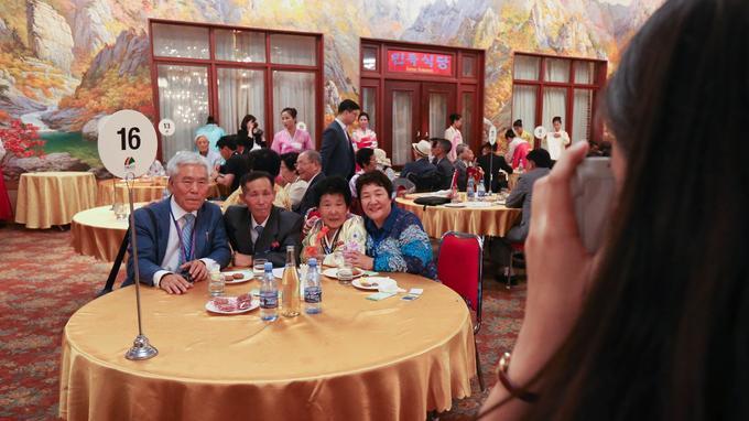 Cette nouvelle série de retrouvailles avait été décidé par le président sud-coréen Moon Jae-in et le dirigeant Kim Jong Un lors de leur sommet en avril.