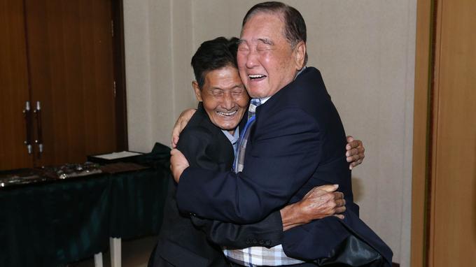 Deux frères de 93 et 79 ans se sont ainsi retrouvés.