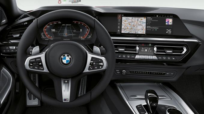 Le roadster Z4 adopte une nouvelle instrumentation tandis que la console centrale est toujours orientée du côté du conducteur.