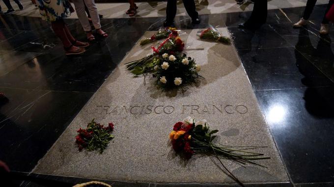 La tombe de Francisco Franco au mausolé Valle de Los Caidos.