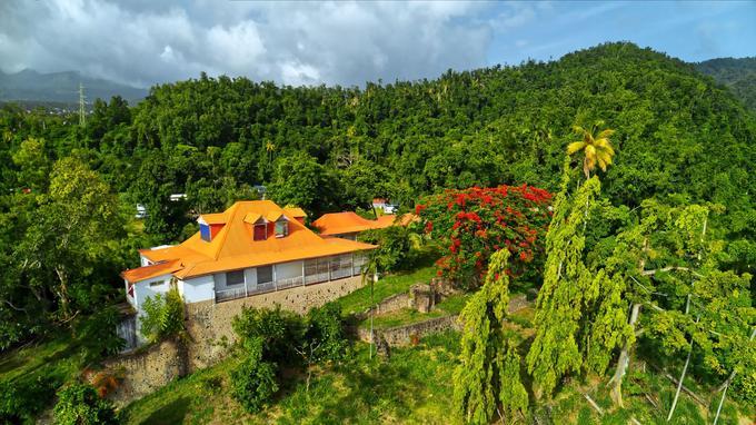 La demeure de Bisdary se situe sur les hauteurs de Gourbeyre en Guadeloupe.
