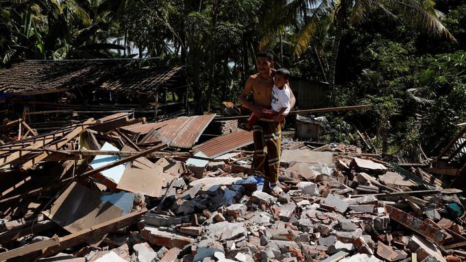 Le séisme du 5 août a fait au moins 555 morts en Indonésie.