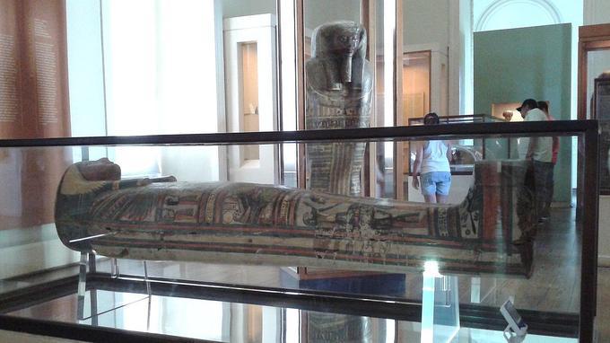Le sarcophage de Sha-Amun-en-su.