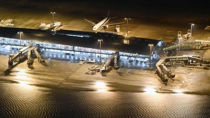 L'aéroport international du Kansai a été inondé, par le typhon.