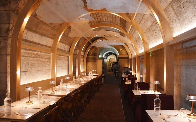 Le restaurant a été décoré par l'artiste français JR.