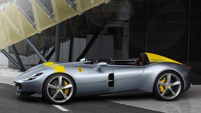 En puisant dans le programme de personnalisation Tailor Made, il est possible de choisir la livrée souhaitée. Ici, la Monza fait appel à la décoration des voitures courant sous la bannière de l'écurie Francorchamps.
