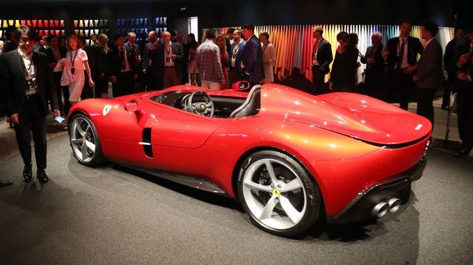 La Monza en version «monoposto» exposée dans le nouveau centre de Stile Ferrari.