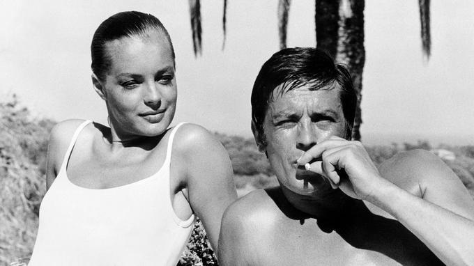 Romy Schneider et Alain Delon sur le tournage de <i>La Piscine</i> le 6 septembre 1968 à Cannes.