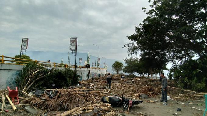 «La plupart des informations sur des victimes proviennent de Palu et (de la région de) Donggala», a indiqué Sutopo Purwo Nugroho, porte-parole de l'agence nationale de gestion des catastrophes sur la chaîne Kompas TV.