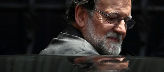 Mariano Rajoy a depuis mis un terme à sa carrière politique, renonçant au poste au Conseil d'État et le salaire de 100.000 euros qui lui étaient promis.