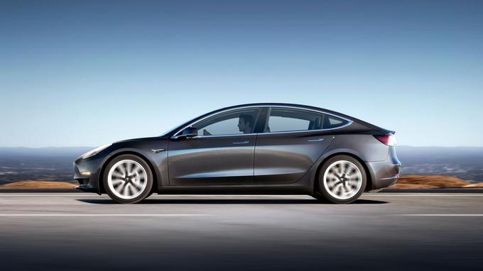La Model 3 revendique une autonomie de 346 km avec une batterie standard, voire 499 km avec la grande batterie.