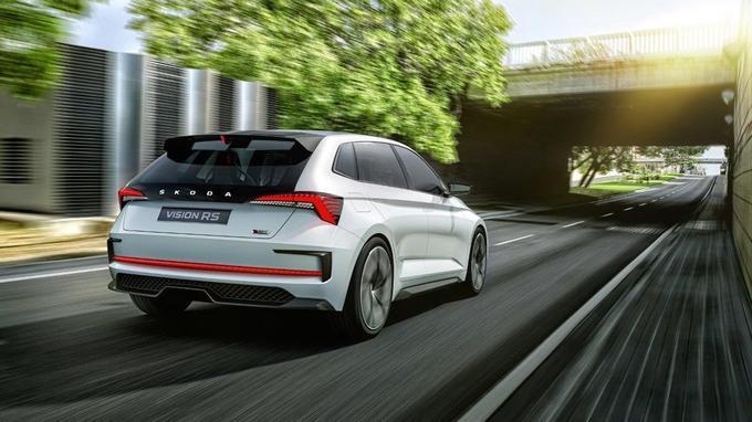 En mode «EV» Skoda annonce une autonomie de 70 km. Un chiffre supérieur d'une vingtaine de kilomètres face aux performances des hybrides rechargeables actuellement sur le marché.