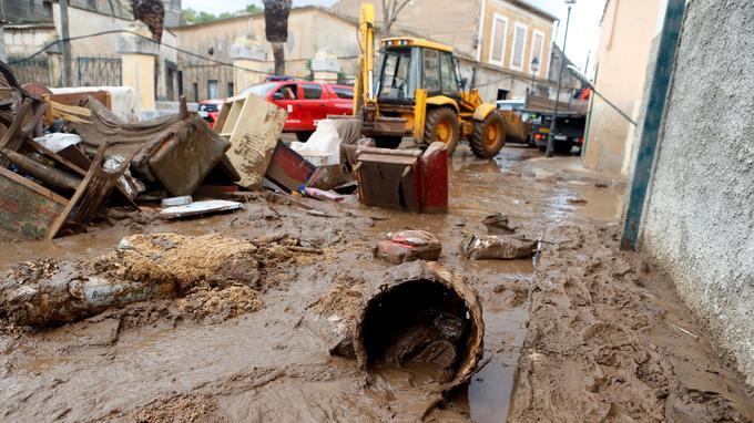La boue a envahi les routes, ici à Sant Llorenc de Cardassar.