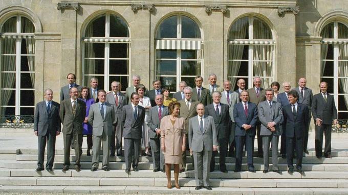 Le premier gouvernement dirigé par une femme, Édith Cresson, entre mai 1991 et avril 1992.