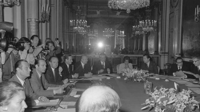 Une fois Valéry Giscard d'Estaing élu, voici le gouvernement dirigé par Jacques Chirac, le nouveau premier ministre.