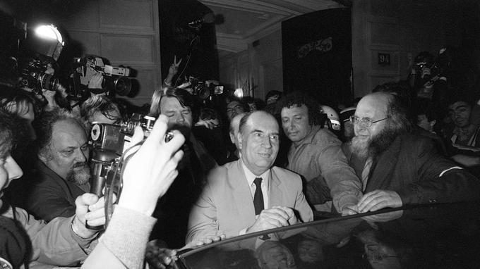 François Mitterrand de retour à Solférino le soir de sa victoire à l'élection présidentielle, le 10 mai 1981.