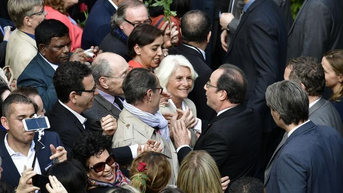 Quelques minutes après avoir quitté l'Élysée, François Hollande se rend à Solférino pour saluer ses fidèles.
