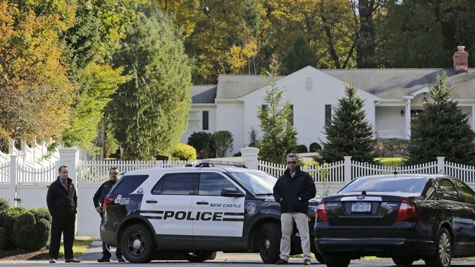 La police présente près du domicile des Clinton.