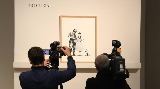 Journalistes et cameramen avaient répondu présent, presque aussi nombreux que les acheteurs potentiels.