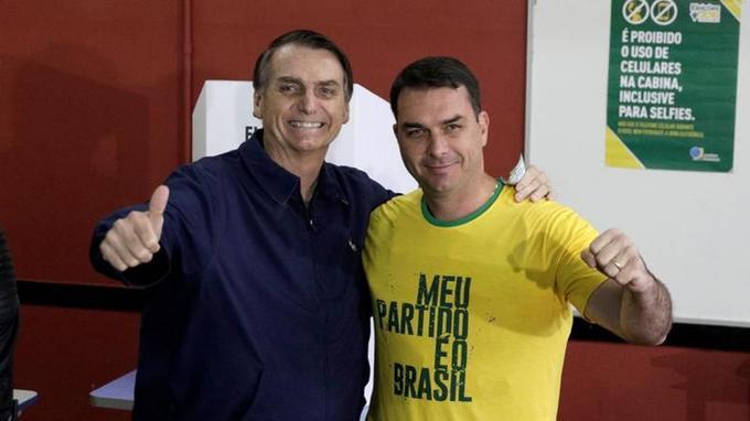 Jair Bolsonaro et son fils Flavio.