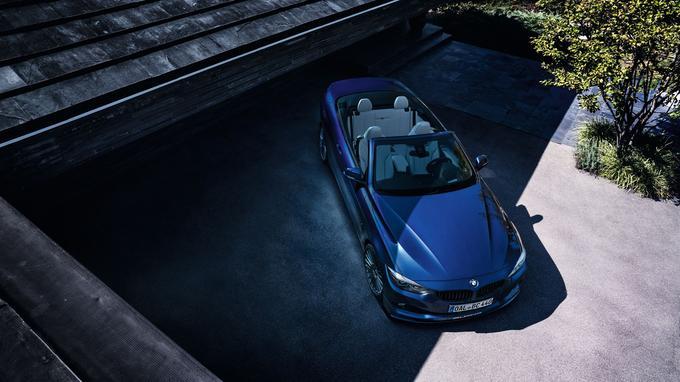 Le cabriolet est doté d'une sellerie en cuir Merino disponible dans différentes teintes, ainsi que du tableau de bord et des panneaux de portes en cuir noir de série.