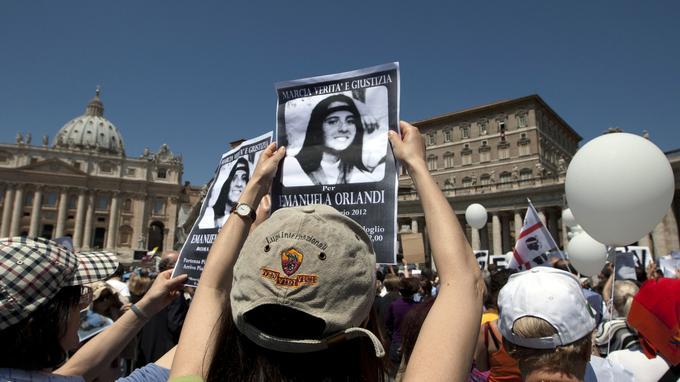 Une «marche pour la vérité et la justice pour Emanuela», sur la place Saint-Pierre, le 27 mai 2012